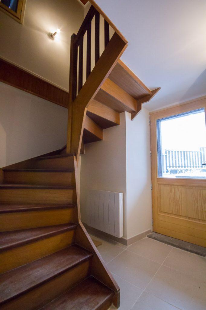 escalier bois entree