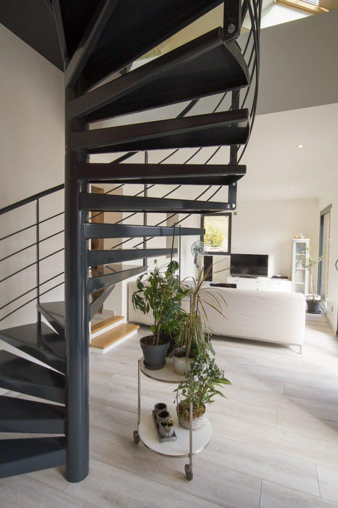 sejour extension avec escalier helicoidal metal