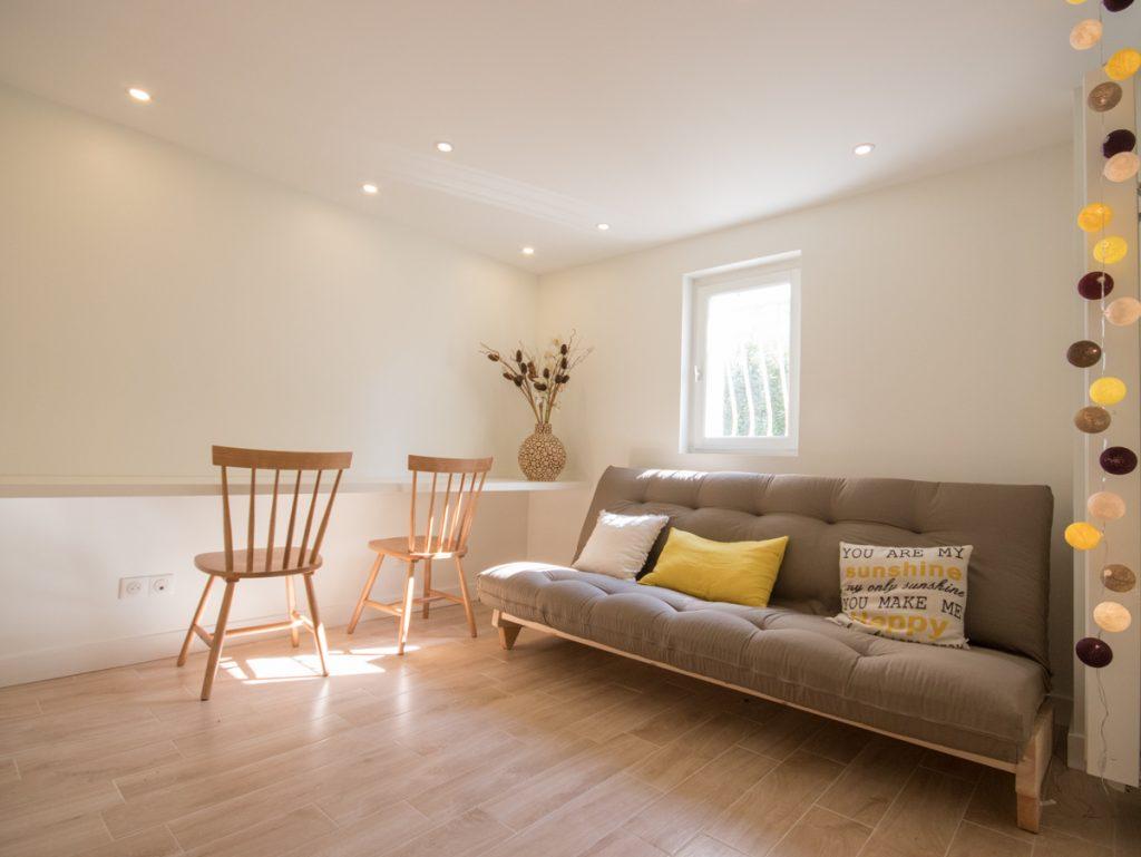 chambre ami amenagée par architecte interieur grenoble lit appoint futon
