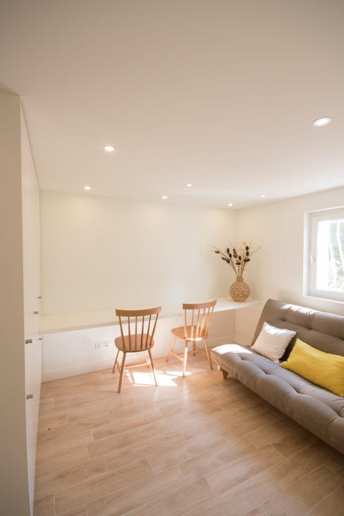 piece a vivre chambre d'amis et bureau sans pied amenagé par architecte interieur grenoble