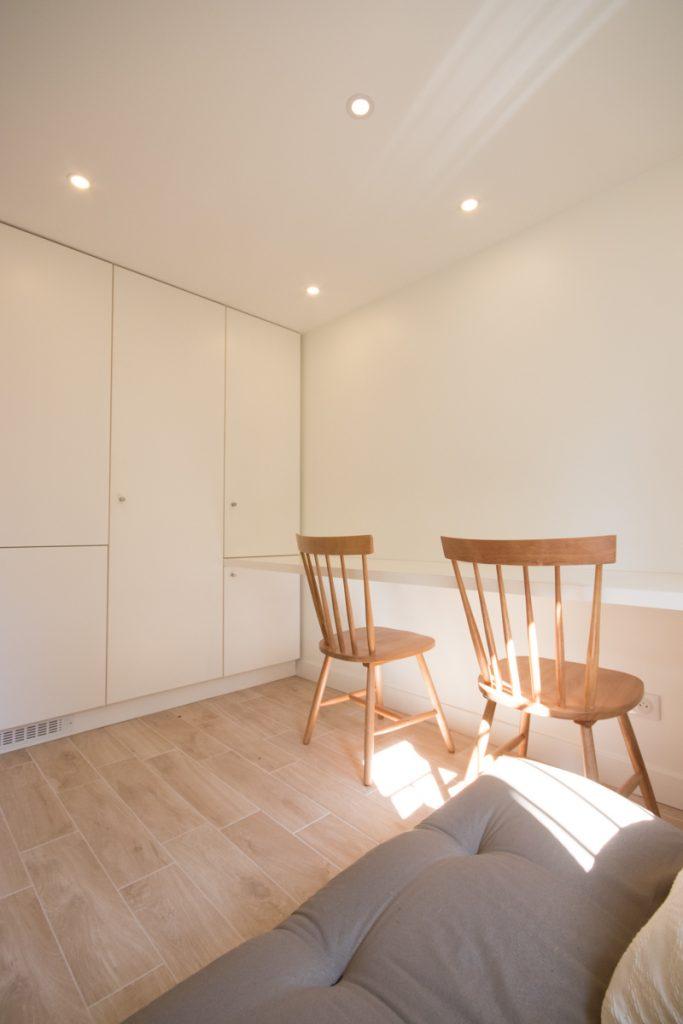 bureau avec rangements integres architecte interieur grenoble