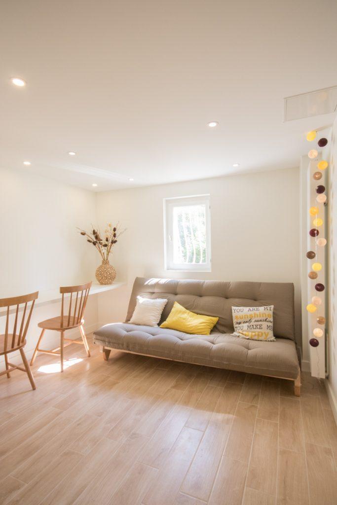 cellier debarras transformé par architecte interieur grenoble en chambre ami